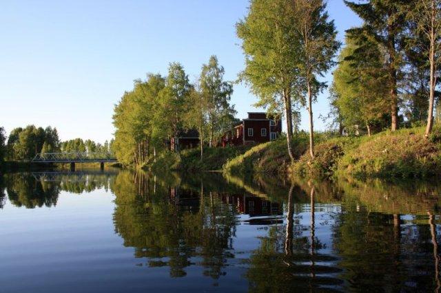 Myllymuseo Jänisjoen rannassa.